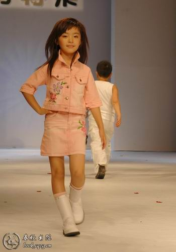 谁说小孩子只能是天真可爱的?中国7岁美女模特[郭柏鹭]