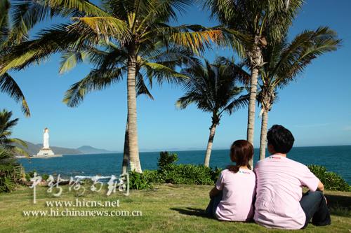 北京一对情侣在南山海边拍婚照