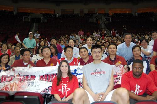 束后,许多首次与姚明近距离接触的华人侨胞激动地说,今天我真