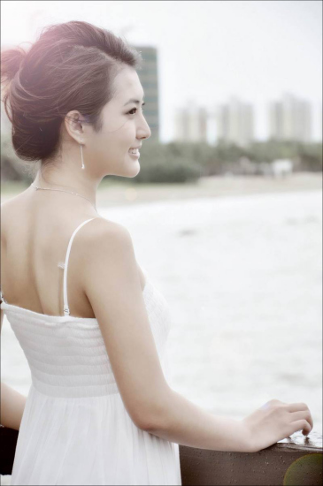 365美女人体艺术_美女主播客串模特为海南乡村旅游文化造势