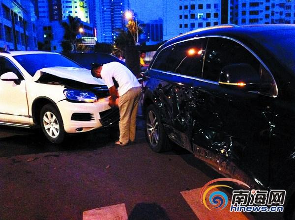 海口闹市交叉路口:大众撞奥迪 车损20万元[图]