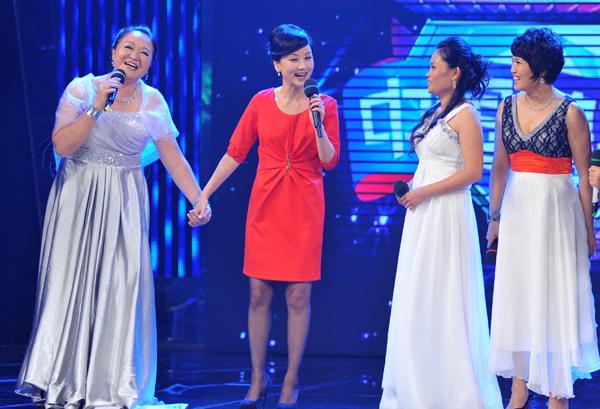 """""""波浪三姐妹""""在《中国梦想秀》舞台圆梦与著名歌手张燕同台演唱(南海"""