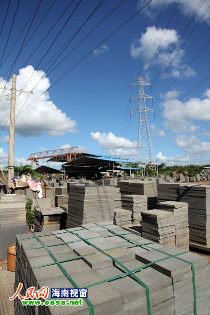 石材加工厂建在南方电网10kv江源线高压线下图片