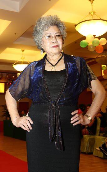 省市培训过服饰模特,甚至到韩国,日本展演,和他国中老年人比试竞彩.