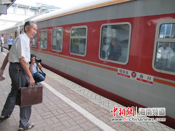 哈尔滨—海口首趟直通列车k1124抵达海口(3)