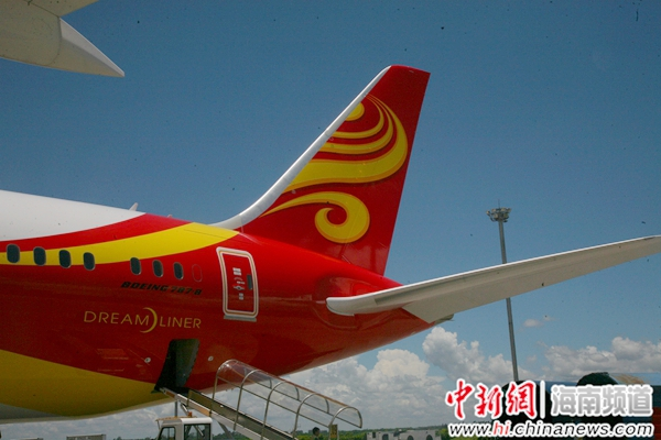 海航787梦想客机共设213个座位,其中商务舱36个,经济舱177个.