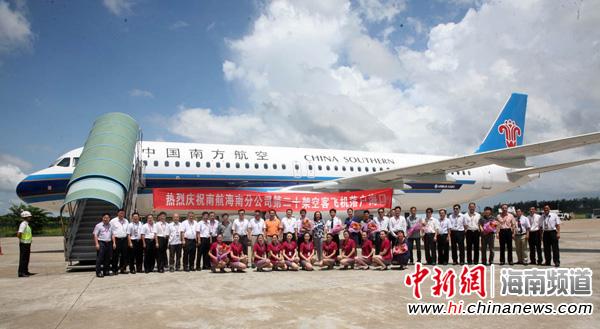 一架全新空客a320飞机从天津机场起飞抵达海口