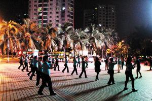 不过,随着广场舞的迅速普及,带来的问题也不断显现.