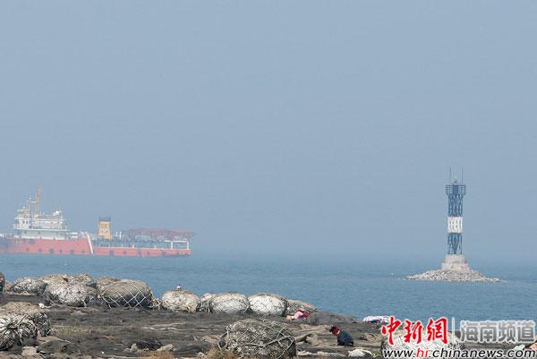 临高红石岛灯桩投入使用 为渔民照亮回家的路(图)