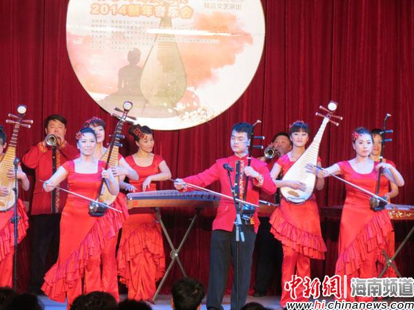 图为器乐合奏《春节序曲》.