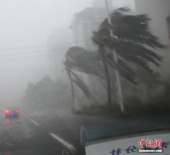 """今年第9号台风""""威马逊""""(超强台风级)18日下午在海南省文昌市"""