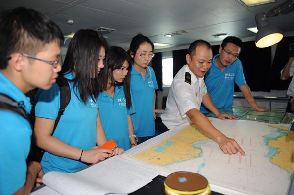 海内外大学生参观海南海事局