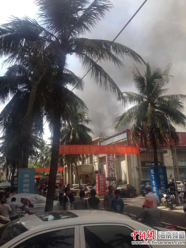 海口汽车东站旁一老菜市场起火