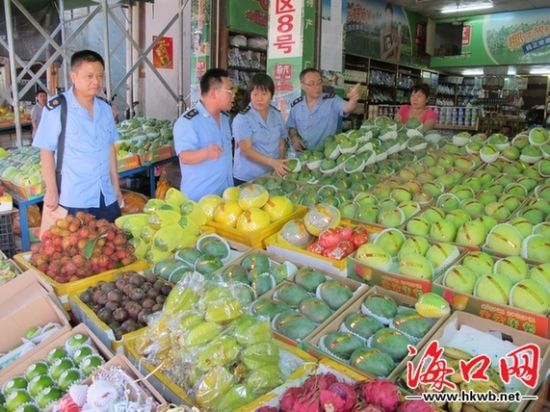 海口南北水果批发市场部分商家缺斤少两被处罚