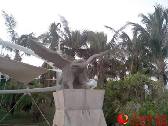 """大型室外雕塑""""阳光岛"""""""