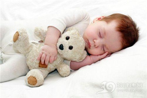 宝宝犯困的可爱图片
