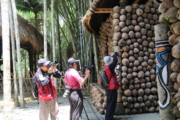 记录海南黎族图腾艺术-台湾摄影家聚焦槟榔谷记录海南民族风