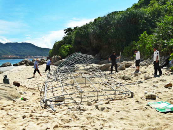 万宁打击非法海上旅游 拆除加井岛14个违建棚架