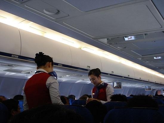 载人航天飞机简笔画手抄报-料图:高丽航空客机舱内.-探秘朝鲜高丽航空 服务人性化食物味道