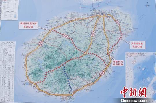 图为海南岛高速公路网地图. 付美斌 摄