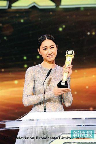 2012年,胡定欣演技大爆发,在《拳王》中扮演温柔,隐忍又坚强的聋哑