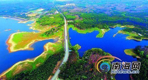 屯昌木色湖休闲旅游度假风景区,宽阔的湖面碧波荡漾.陈元才摄