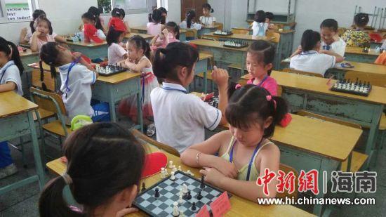 幼儿园国际象棋联赛开赛