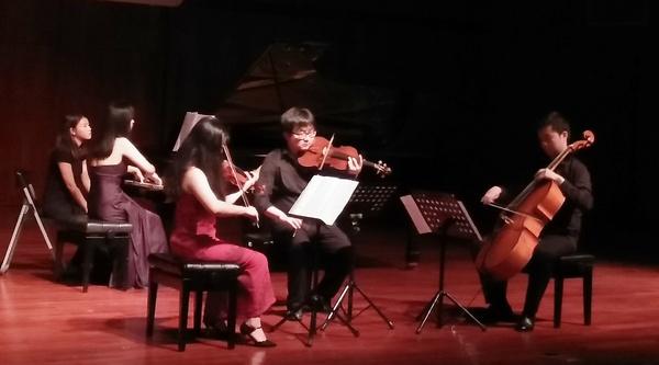 钢琴,小提琴,中提琴,大提琴四重奏.