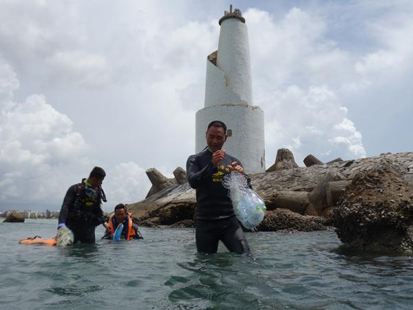 海洋垃圾清理现场