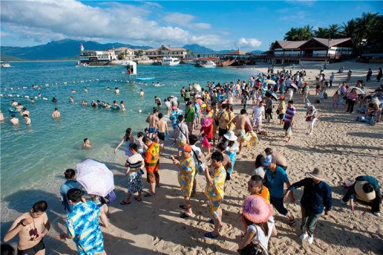 陵水分界洲岛游客 资料图