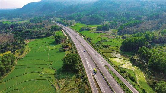 其中五指山至保亭至海棠湾高速公路起点冲山镇,顺接中线高速五指山