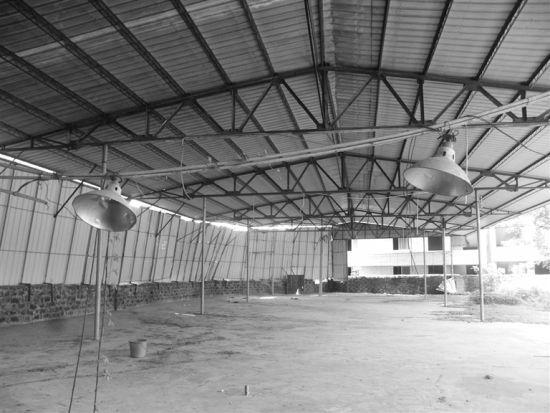 铁皮棚厂房内部