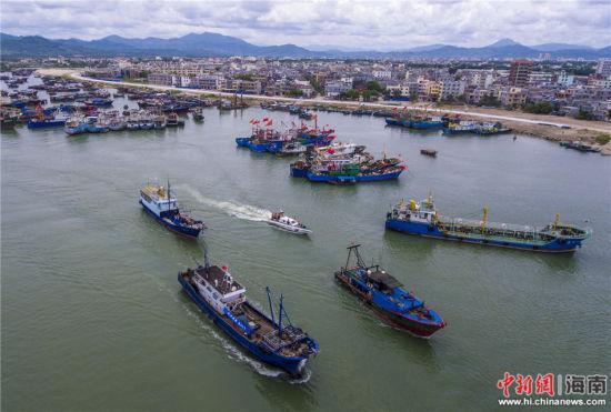 作为赴西,南,中沙群岛作业的主要出发港之一,琼海潭门港今早有大批