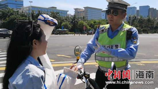 图为海口公安交警集中整治行动现场。