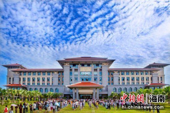海南师范大学新图书馆开馆仪式。韩茂清 摄
