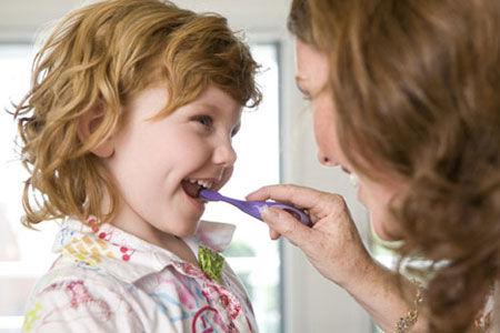 """预防儿童口腔问题 专家建议要做到""""10""""点"""