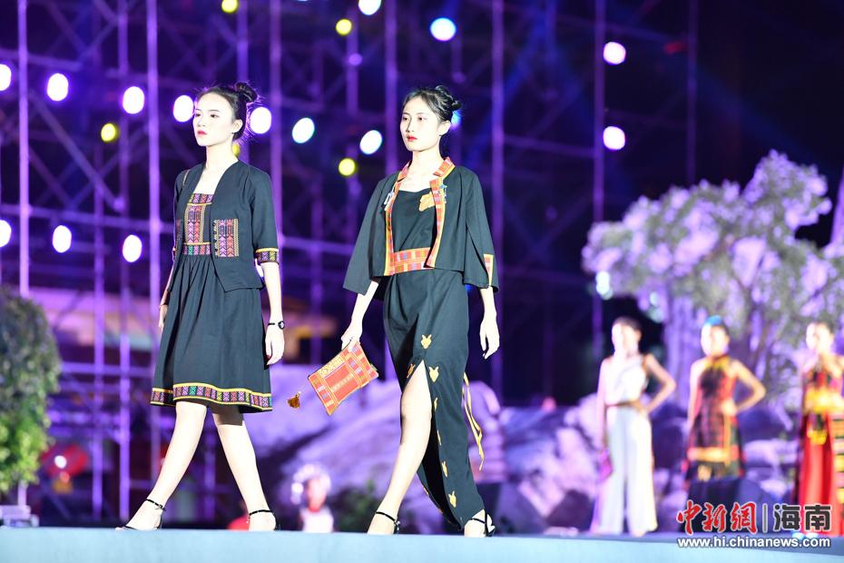 黎族苗族非物质文化遗产创意产品设计赛颁奖晚会,17日晚在保亭七仙图片