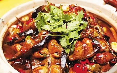 临海而居的海南人自然是喜欢吃鱼,除了蒸煮,煲汤,炖菜等传统做法以外