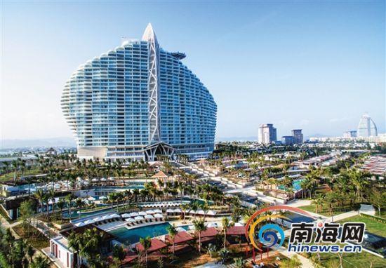 12月26日,俯瞰三亚海棠湾海岸,五星级国际品牌酒店连绵成片.