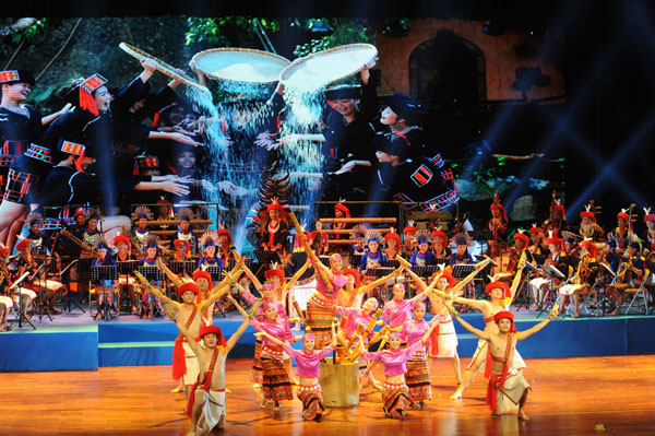 黎族民间音乐歌舞晚会,选取黎族生态音乐素材,以独特的方式和现代