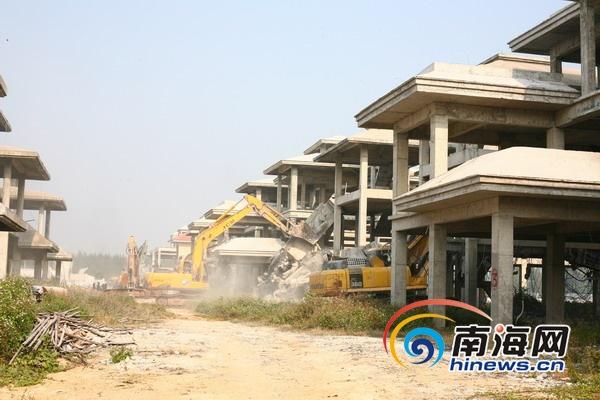 海口市美兰区拆除灵山镇2.1万平米别墅违建群