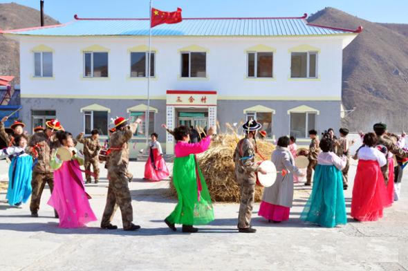 朝鲜和�yf�_朝鲜和我国一样,在新年也有贴窗花,桃符的习俗.